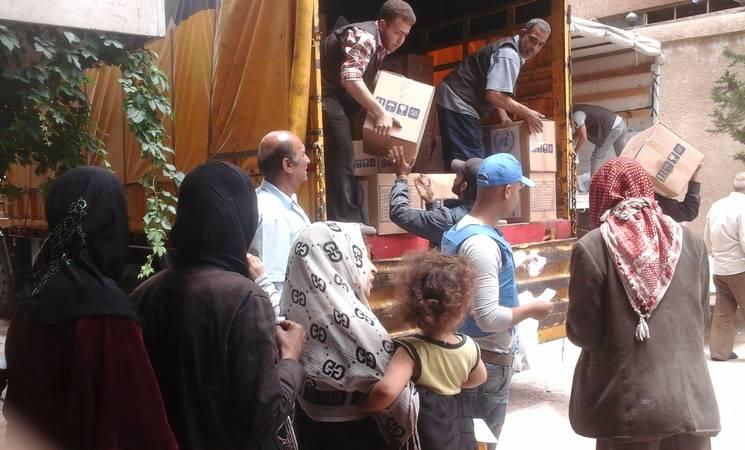 Displaced civilians from Yarmouk receive UNRWA food assistance in Yalda, 23 May, 2015 ©UNRWA