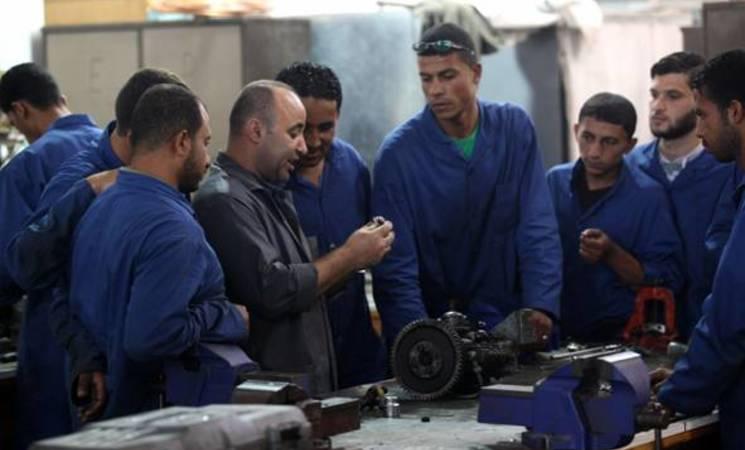 صيادون شباب يتلقون دورات تدريب مهني قصيرة في كلية مجتمع/ تدريب غزة (GTC) التابعة للأونروا. الحقوق محفوظة للأونروا 2015/ تصوير خليل عدوان