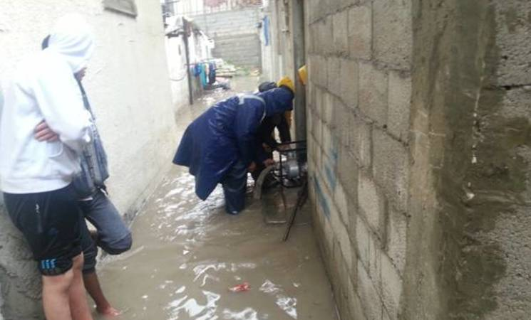 UNRWA sanitation staff pump water out of one of the affected houses in Shaboura refugee camp in Rafah. © 2016 UNRWA Photo