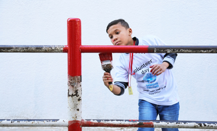 A student from an UNRWA school in North Gaza is participating in the 'voluntary day' held on 4 February 2016. © 2016 UNRWA Photo by Tamer Hamam
