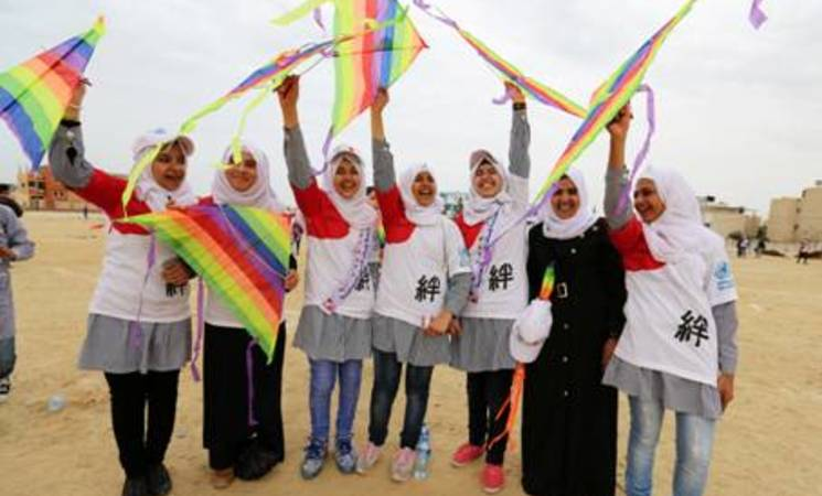 UNRWA Palestine refugee students participating in the kite-flying event in solidarity with the people of Japan remembering the 2011 earthquake and tsunami. © 2016 UNRWA Photo by Tamer Hamam