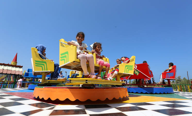 A group of children enjoying their time at Sharm Park, during the recreational trips organized by the UNRWA Relief and Social Services Programme in Gaza. © 2016 UNRWA Photo by Tamer Hamam