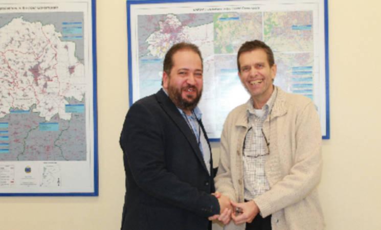 Mohammad Cheppih, Head of External Relations, Help Syria Through the Winter (HSTTW) and Sven Berthelsen, D/DUO UNRWA Jordan, shake hands following MOU signature. Amman, 3 March 2014.