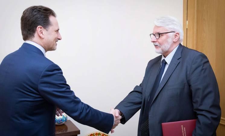 المفوض العام للأونروا بيير كرينبول مع الوزير البولندي للشؤون الخارجية الدكتور ويتولد وازكيكوسكي. الصورة مأخوذة بإذن وزارة الشؤون الخارجية البولندية