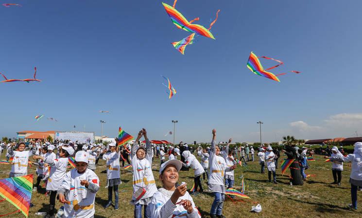 الاطفال يطيرون الطائرات الورقية في الحدث الذي نظمته الاونروا في ذكرى الزلزال والتسونامي الذي ضرب اليابان بتاريخ  11 مارس 2011 , 5 مارس 2017. © 2017 صور الاونروا