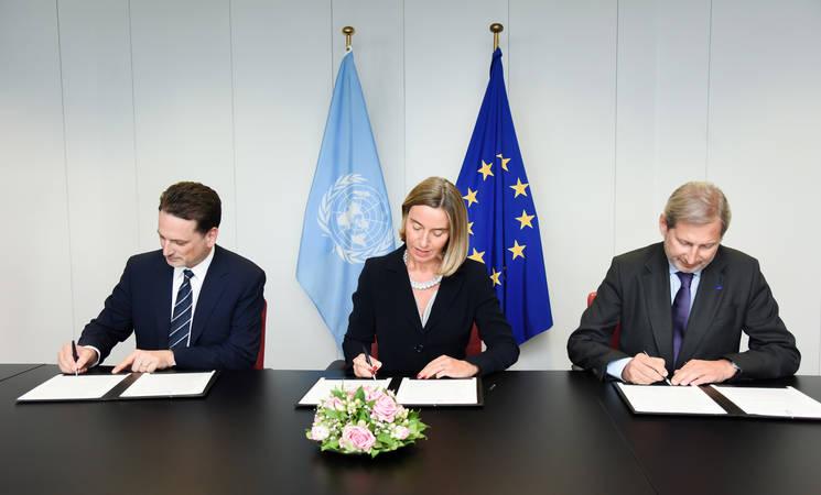 EU High Representative/Vice-President Federica Mogherini, EU Commissioner Johannes Hahn and UNRWA Commissioner-General Pierre Krähenbühl sign the EU-UNRWA Joint Declaration 2017-2020. © European Union, 2017 / Source: EC - Audiovisual Service