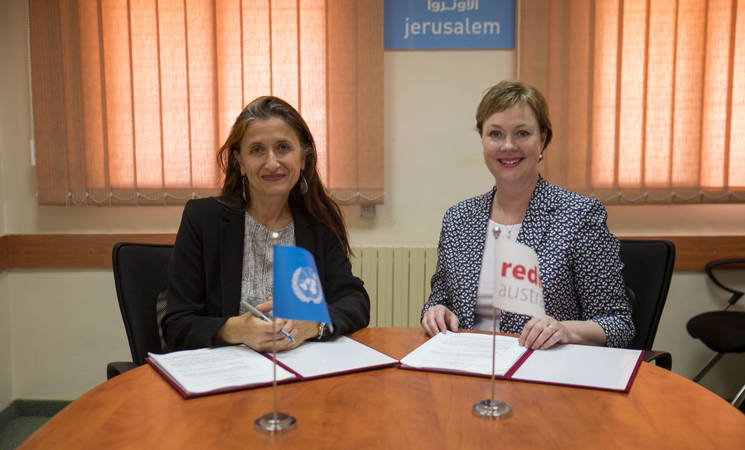 Ms. Kirsten Sayers, Chief Executive Officer of RedR Australia and Ms. Francoise Vanni, Director of the UNRWA Department of External Relations and Communications sign Memorandum of Understanding to help strengthen UNRWA emergency response activities. © 2017 UNRWA Photo