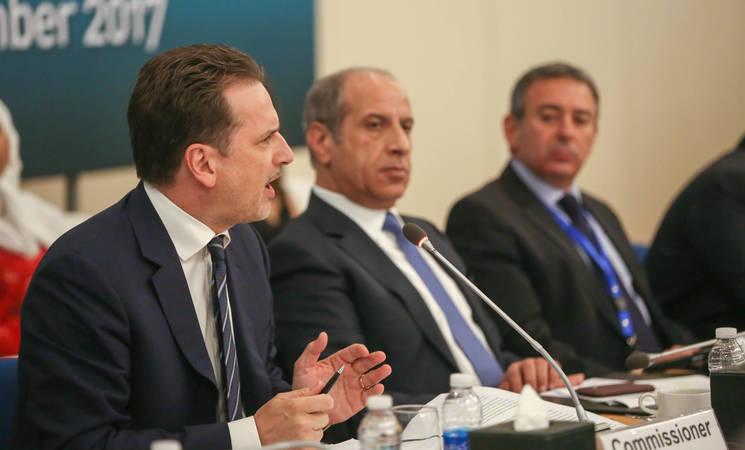 المفوض العام للأونروا بيير كرينبول (يسار) يتحدث أمام اللجنة الاستشارية للوكالة خلال اجتماعها نصف السنوي الثاني في الأردن بتاريخ 13تشرين الثاني 2017. الحقوق محفوظة للأونروا 2017، تصوير مروان بغدادي