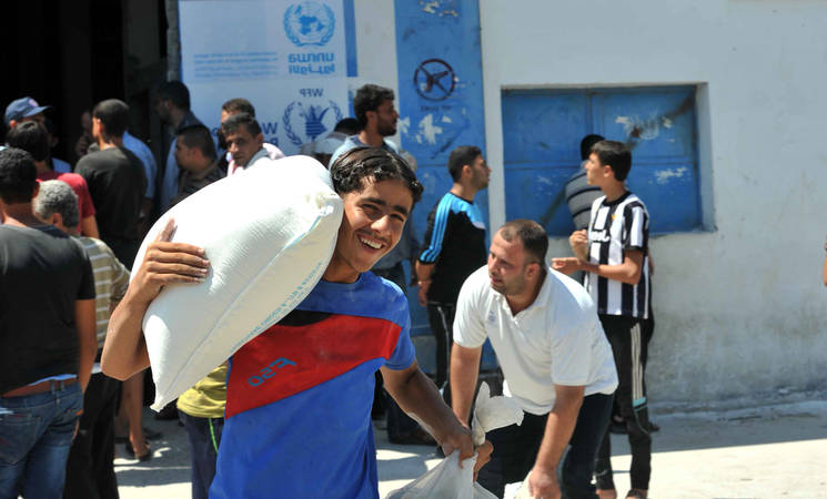 UNRWA and WFP distribute one-time exceptional food parcels to families in Gaza