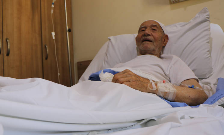 A Palestine refugee elderly from Nahr el-Bared refugee camp being treated at one of the hospitals contracted with UNRWA. © 2019 UNRWA Photo by Maysoun Mustafa