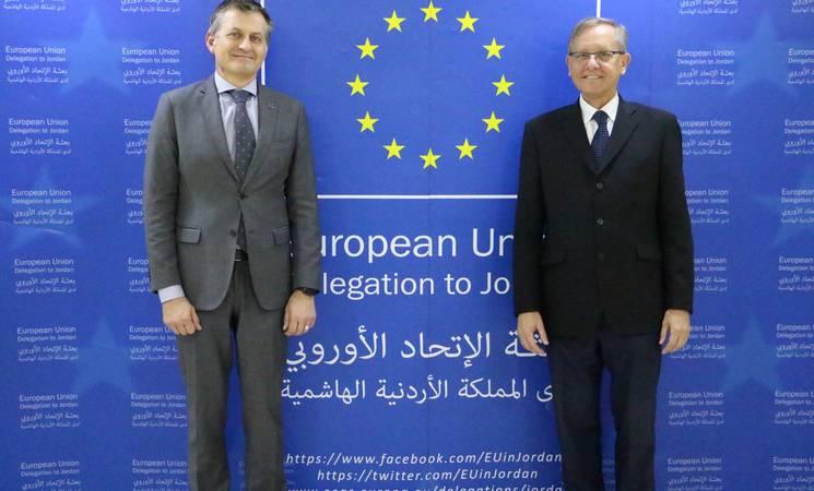 سفير الاتحاد الأوروبي في الأردن سعادة السيد أندريا ماتيو فونتانا ومدير عمليات الأونروا في الأردن روجر ديفيز في مقر بعثة الاتحاد الأوروبي في الأردن، عمان.  © 2018 صورة الأونروا من منال سلطان