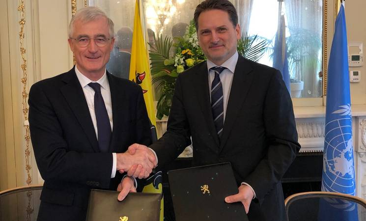 Minister-President of Flanders, Geert Bourgeois (left) and Commissioner-General of UNRWA, Pierre Krähenbühl (right), shake hands after signing a three-year agreement on in Brussels in the value of EUR 479,000 to support core UNRWA services from 2019 to 2021. © 2019 Courtesy of the Government of Flanders