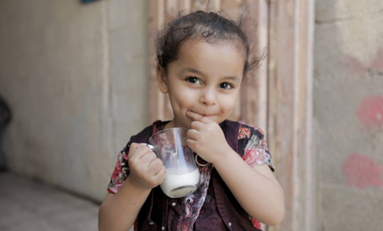 Three-year-old Malak Ata Qasem drinks milk provided to her family by UNRWA as part of their quarterly food basket. © 2018 UNRWA Photo by Mohammad Al Hinnawi
