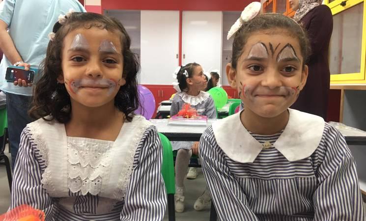 طالبات في يومهم الاول من العام الدراسي 2019-2020 في مدرسة الصبرة الاعدادية المشتركة التابعة للأونروا في غزة بتاريخ 25 آب / أغسطس 2019. الحقوق محفوظة للأونروا ، 2019.