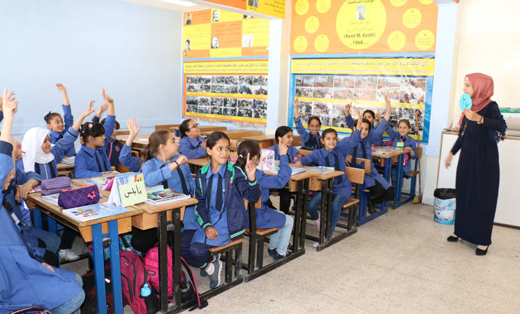 Aseel Abu Mahfouz, a daily paid mathematics teacher, in her classroom at the UNRWA Jofeh Elementary School in Amman, Jordan. © 2019 UNRWA photo by Daniah Al Batayneh.