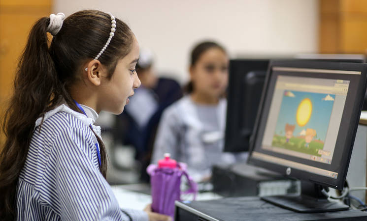 A student in Gaza using the ILP at school. © 2017 UNRWA Photo