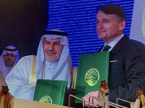 Acting UNRWA Commissioner-General Christian Saunders and the General Supervisor of KSrelief and Adviser at the Royal Court, His Excellency Dr. Abdallah Al Rabeeah signing agreement for Gaza health care project.