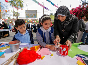 Palestine refugee children and mothers participate in the Community Mental Health Programme event 'I have an idea' in the Gaza Training Centre in Gaza city. © 2017 UNRWA Photo by Rushdi Al-Sarraj