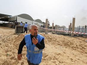 حارس أمني أثناء التدريب في مركز تدريب خان يونس، جنوب قطاع غزة © 2017 للأونروا تصوير تامر حمام.