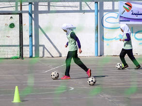 UNRWA students during football training session. © 2017 UNRWA Photo by Rushdi Al-Saraj