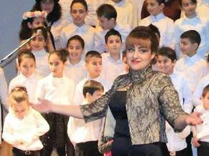 Manar performing with the Lighthouse Choir at the Damascus Opera House. © 2018 UNRWA Photo provided by Manar Al Sha'ar