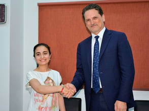 UNRWA student Aya Abbas with Commissioner-General Pierre Krähenbühl. © 2018 UNRWA Photo by Isber Haddad