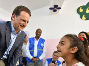 UNRWA Commissioner-General Pierre Krähenbühl meets with a Palestine refugee student in Syria. © 2018 UNRWA Photo