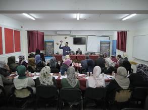 خلال جلسة توعية لأولياء الأمور في مدرسة المأمونية المشتركة في غزة، كجزء من مشروع التعليم في أوقات الطوارئ (EiE) الممول من بلجيكا. جميع الحقوق محفوظة: © 2018 الأونروا غزة. تصوير حسين جابر
