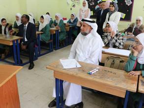المبعوث الإنساني للأمين العام للأمم المتحدة الدكتور أحمد المريخي يزور مدرسة إناث مخيم عمان الجديد الإعدادية في الاردن. @2019 صور الاونروا . دانيا البطاينة