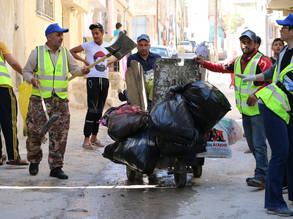 Cooperation between sanitation laborers and local community as they clean Baqa'a refugee camp together to welcome the holy month of Ramadan. @ 2019 UNRWA photo by Daniah Al-Batayneh