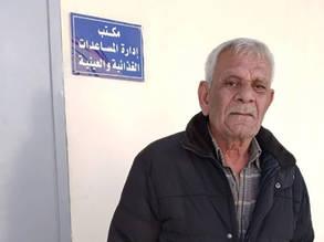 إسماعيل عباس لاجئ من فلسطين في الحادية والستين من العمر، وهو من سكان ريف دمشق. لم يتخيل إسماعيل أبدا أن سنواته الأخيرة ستكون مليئة بالمشقة.