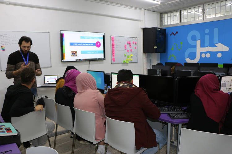 A group of young Palestine refugees attend a social media marketing course at the UNRWA Innovation Lab at the Nahr el Bared Palestine refugee camp in northern Lebanon. © 2019 UNRWA Photo