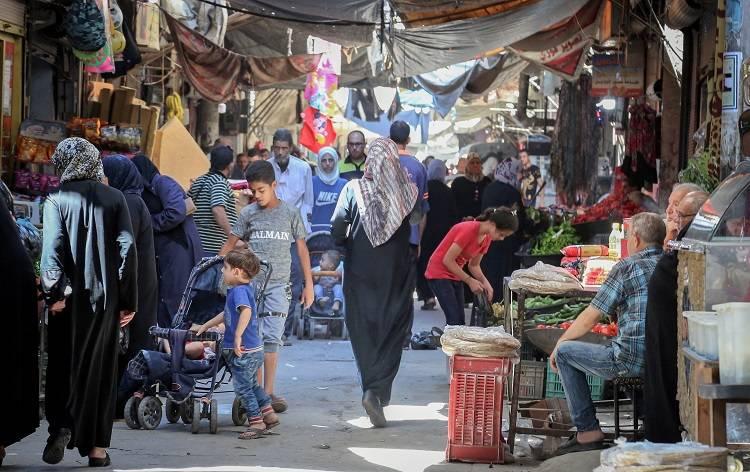 مع وجود حوالي 18,000 لاجئ مسجل فيه، يعد مخيم النيرب واحدا من أكثر المخيمات اكتظاظا بالسكان. الحقوق محفوظة للأونروا، 2018. تصوير أحمد أبو زيد.