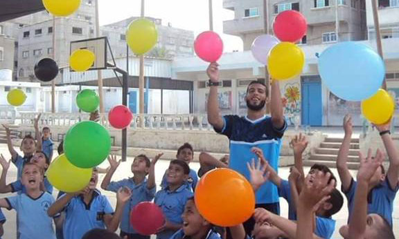 Palestine refugee students during a CMHP recreational activity in an UNRWA school in Beit Hanoun, northern Gaza. © 2015 UNRWA Photo