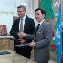 Commissioner-General Filippo Grandi with Japanese Ambassador to Jordan H.E. Junichi Kosuge