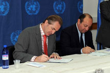 EU rep and UNRWA Gaza director sign agreement